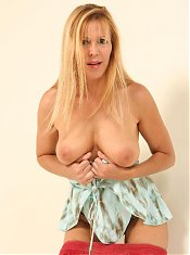 Blonde milf Lisa Lipps getting rid of her dress to show off her succulent looking butt live